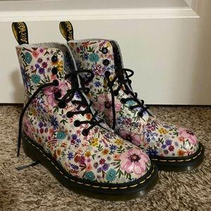 Dr.Martens flower boots!
